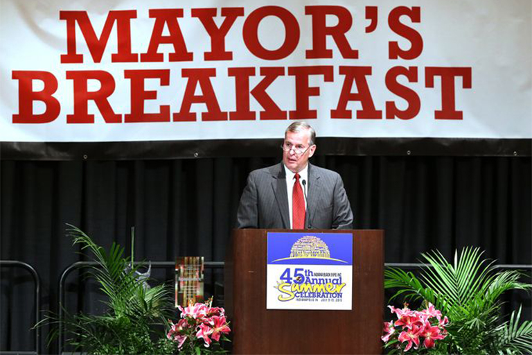 Mayor Greg Ballard speaks at the Mayor's Breakfast